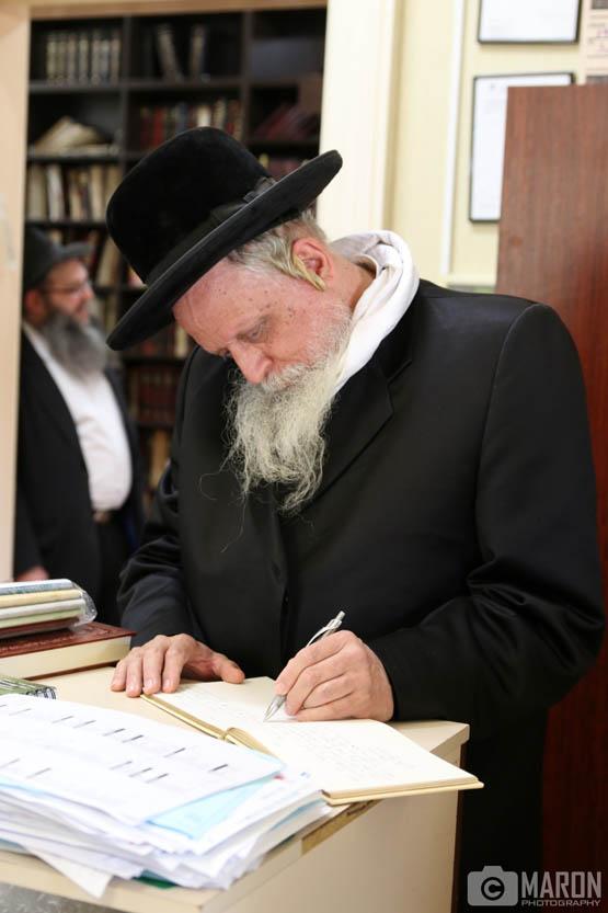 Bostoner Rebbe visits YG